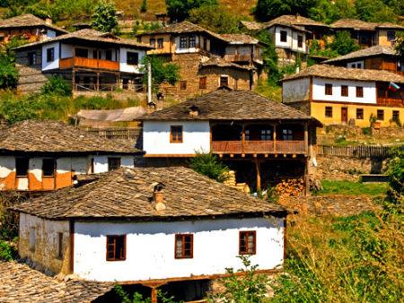 Панорамный вид на болгарскую деревню
