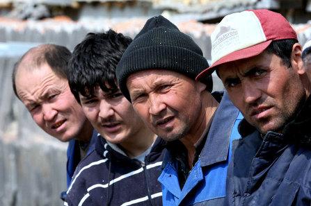 Таджики в России