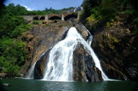 Водопад «Дудхсагар»